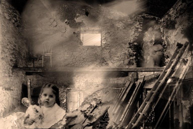 grange hantée nb.jpg