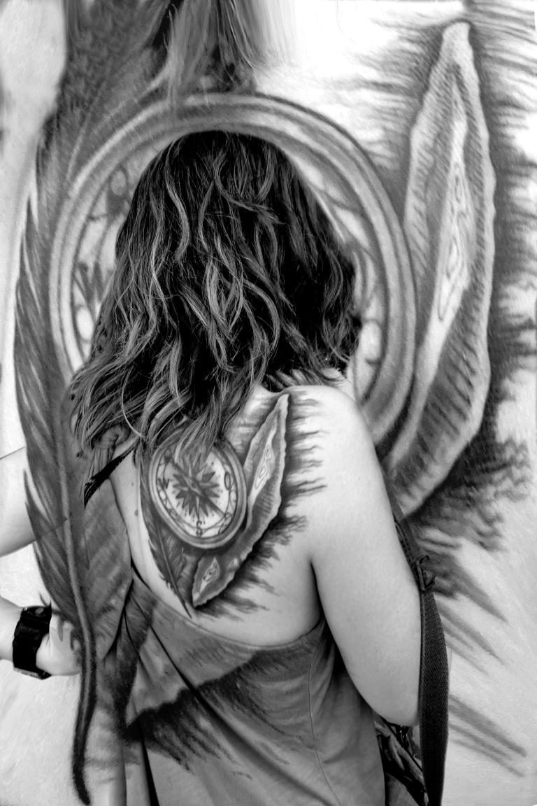 tatouée de dos.jpg